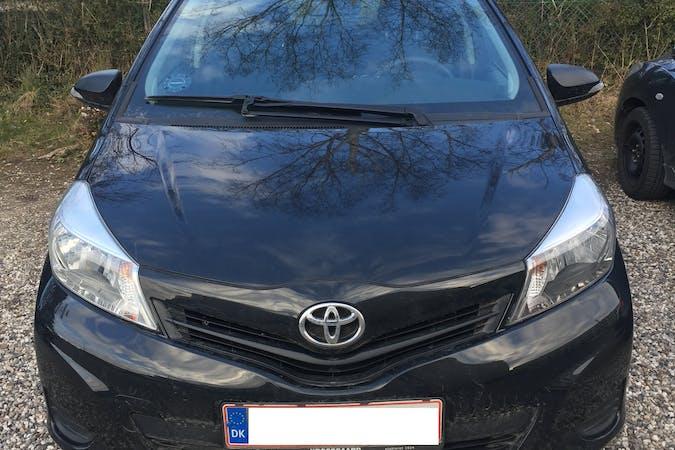 Billig billeje af Toyota Yaris 2012 nær 2400 København.