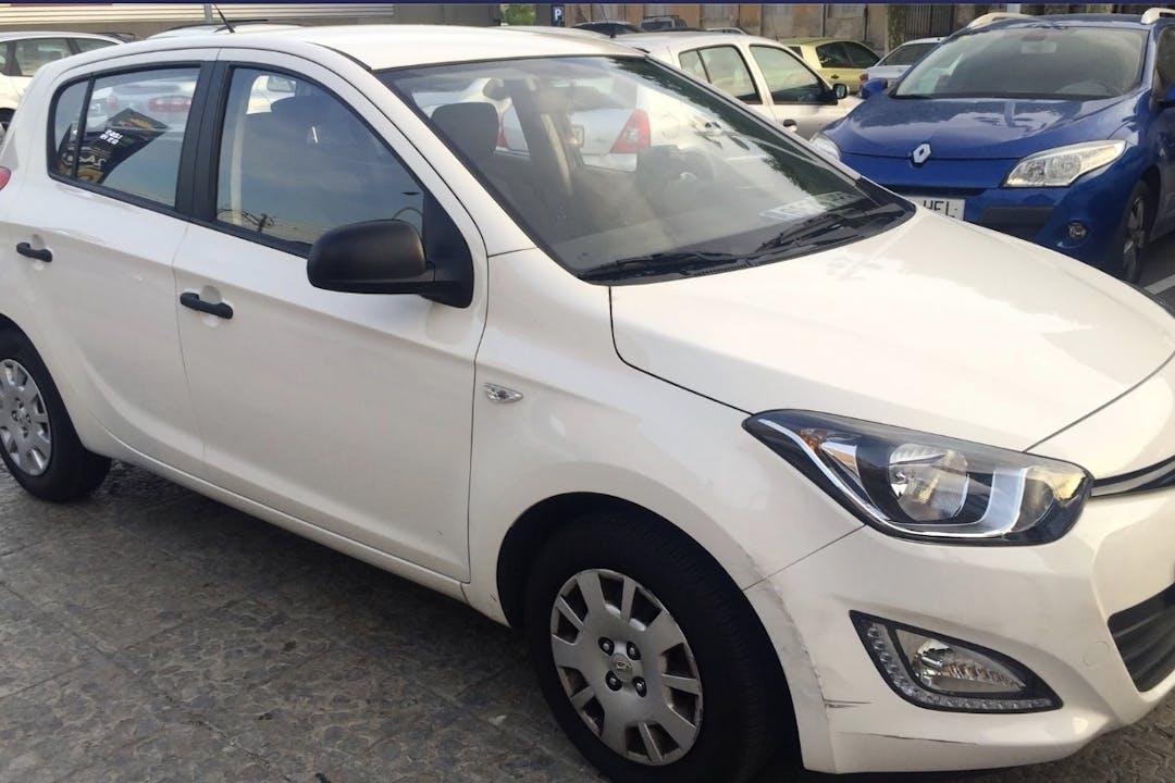 Alquiler barato de Hyundai I20 1.2i City cerca de 08004 Barcelona.