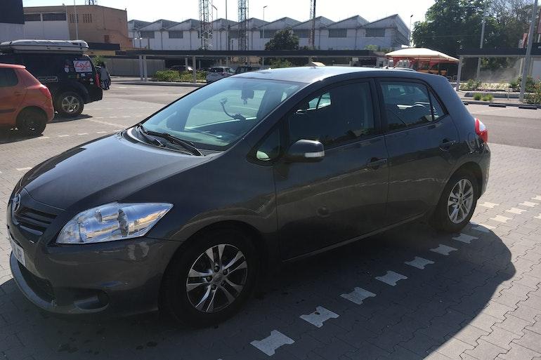Alquiler barato de Toyota Auris Live 1.4 D-4d Eco cerca de 28042 Madrid.