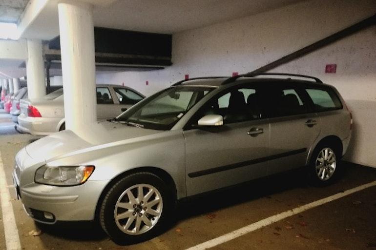 Billig biluthyrning av Volvo M V50 t5 med Vinterdäck i närheten av 414 62 Göteborg.