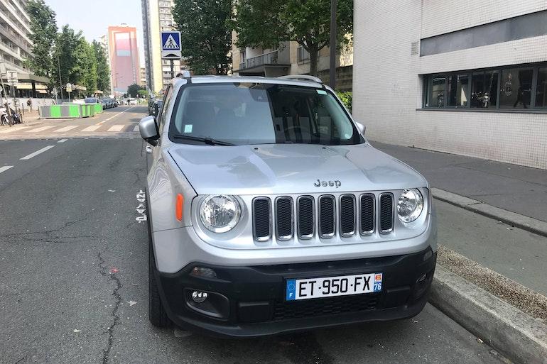 Location économique de voiture de Jeep Renegade proche de 75013 Paris.