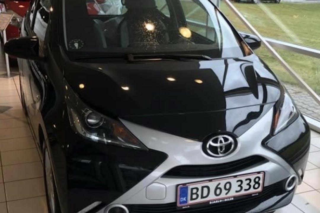 Billig billeje af Toyota Aygo x-sky 1.0 nær 3000 Helsingør.