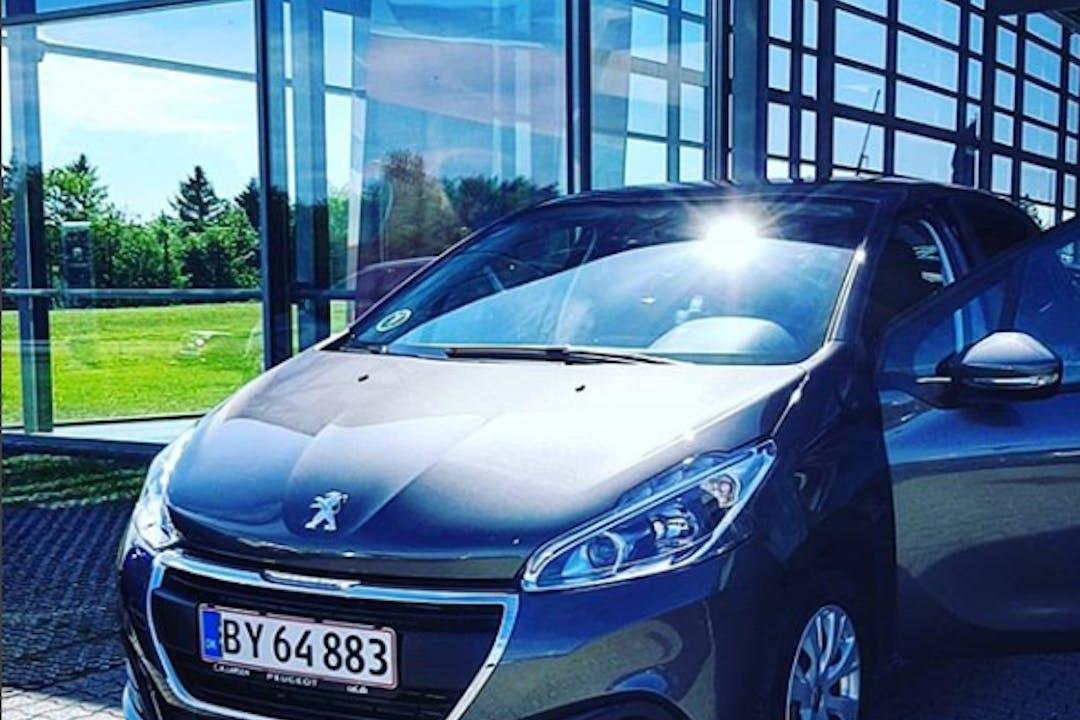 Billig billeje af Peugeot 208 1.6 BlueHDI 100 HK 5D nær 8000 Aarhus.