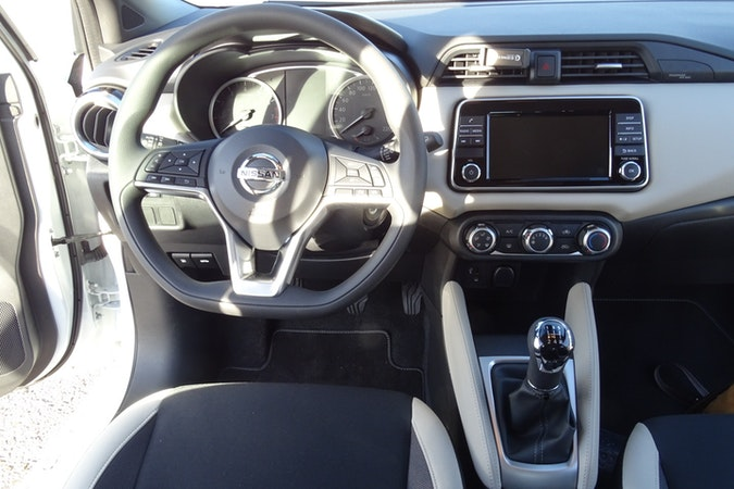 Alquiler barato de Nissan Micra 1.0 G 70 Acenta cerca de 28021 Madrid.
