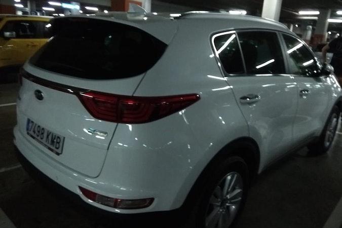 Alquiler barato de Kia Sportage 1.7 Crdi Vgt E-D Drive con equipamiento Fijaciones Isofix cerca de 41018 Sevilla.