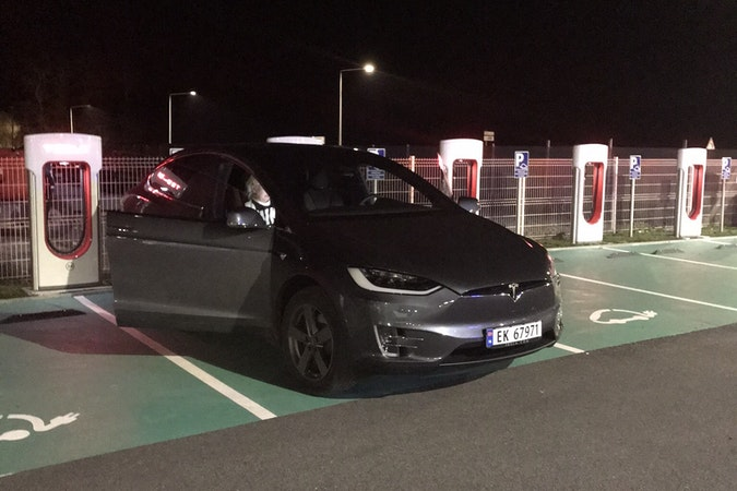 Billig leie av Tesla X75D i nærheten av 5073 Bergen.