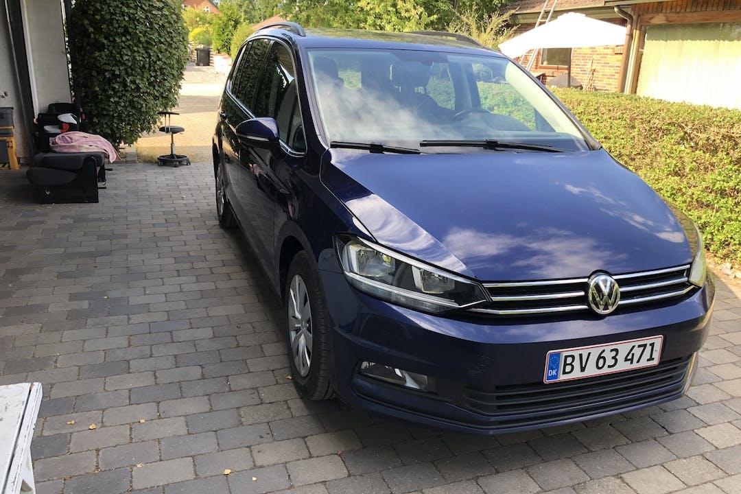 Billig billeje af VW Touran 1.6 Diesel, 7 Personer, Automatgear nær 2665 Vallensbæk Strand.
