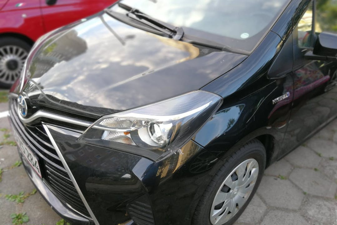Billig billeje af Toyota Yaris 1.5 Hybrid med GPS nær 2700 København.