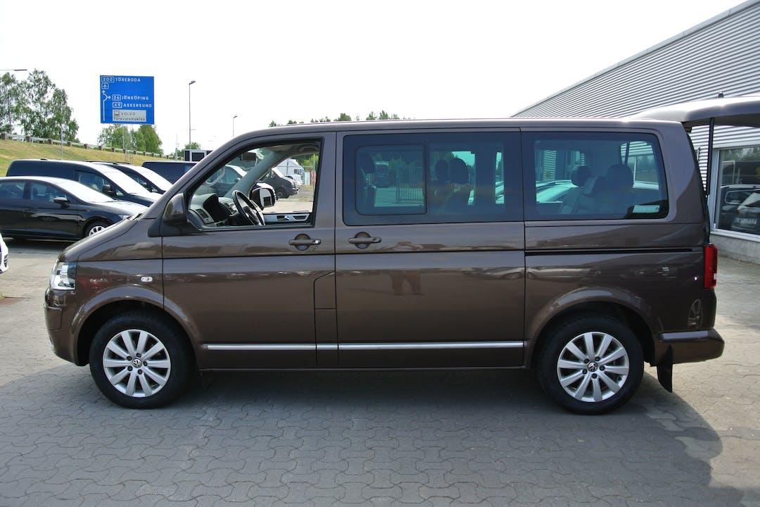 Billig biluthyrning av VW Multivan Highline 2.ol 140hk  med Isofix i närheten av 111 20 Stockholm.