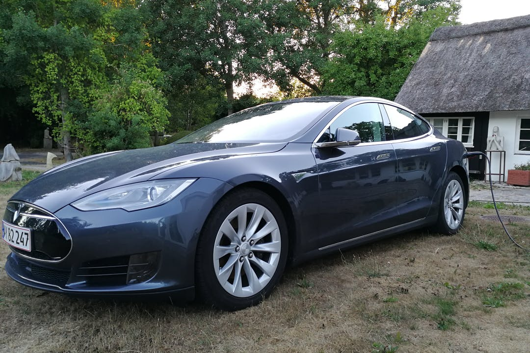 Billig billeje af Tesla Model S nær 2000 Frederiksberg.