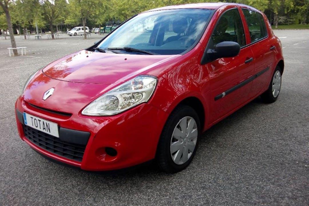 Alquiler barato de Renault Clio 20 Aniversario 1.2 16V cerca de 28047 Madrid.