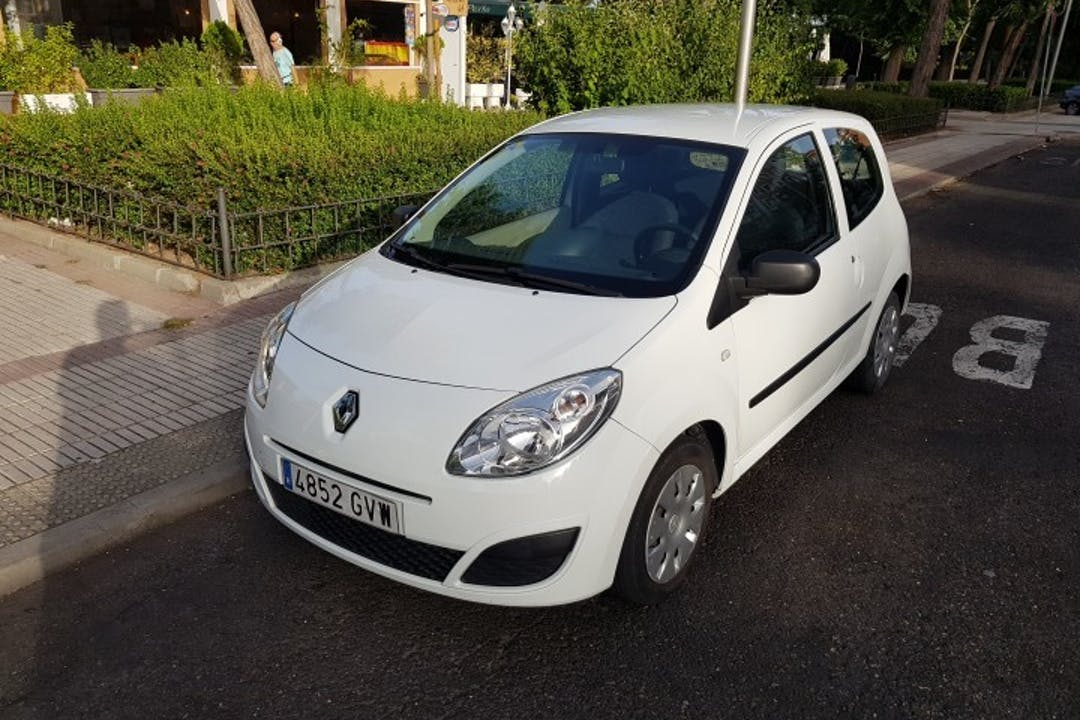Alquiler barato de Renault Twingo 1.2 Access cerca de 28008 Madrid.