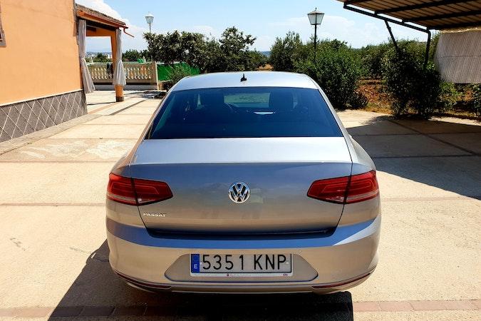 Alquiler barato de Volkswagen Passat 1.6tdi 120 Bmt Advance cerca de 28041 Madrid.