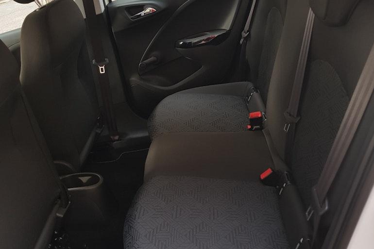 Alquiler barato de Opel Corsa 1.4 90 Selective con equipamiento Elevalunas eléctricos  cerca de 08028 Barcelona.