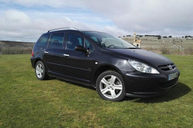 Alquiler barato de Peugeot 307 Sw 2.0 Hdi 136 con equipamiento GPS cerca de 39108 Santa Cruz de Bezana.