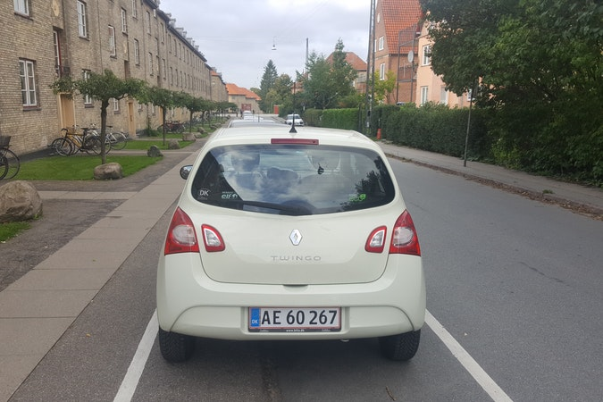 Billig billeje af Renault Twingo 1.2 nær 2700 København.