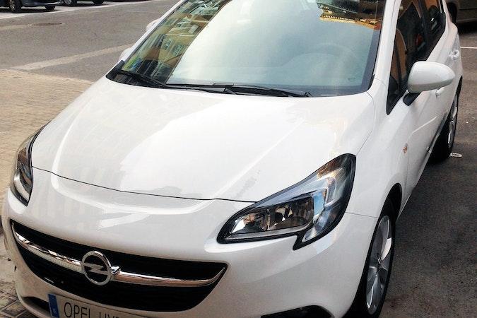 Alquiler barato de Opel Corsa 1.4 90 Selective con equipamiento AUX/Reproductor MP3 cerca de 46010 València.