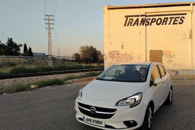 Alquiler barato de Opel Corsa 1.4 90 Selective con equipamiento Portaequipajes cerca de 46010 València.