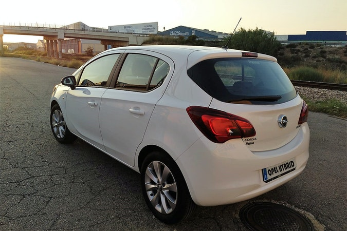 Alquiler barato de Opel Corsa 1.4 90 Selective con equipamiento Control de velocidad cerca de 46010 València.