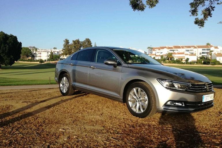 Alquiler barato de Volkswagen Passat 1.6tdi 120 Bmt Advance con equipamiento Bluetooth cerca de 29018 Málaga.