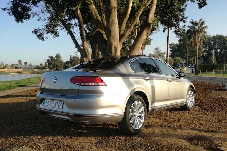 Alquiler barato de Volkswagen Passat 1.6tdi 120 Bmt Advance con equipamiento Aire acondicionado cerca de 29018 Málaga.