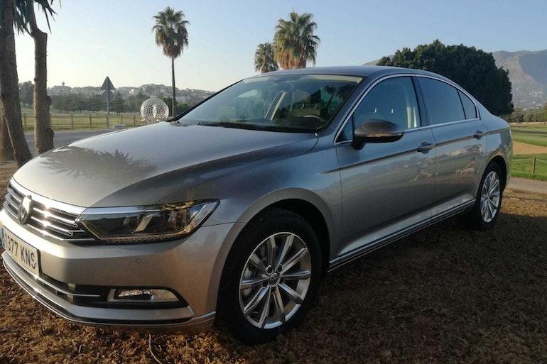 Alquiler barato de Volkswagen Passat 1.6tdi 120 Bmt Advance con equipamiento GPS cerca de 29018 Málaga.