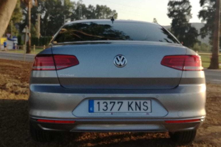 Alquiler barato de Volkswagen Passat 1.6tdi 120 Bmt Advance con equipamiento Control de velocidad cerca de 29018 Málaga.