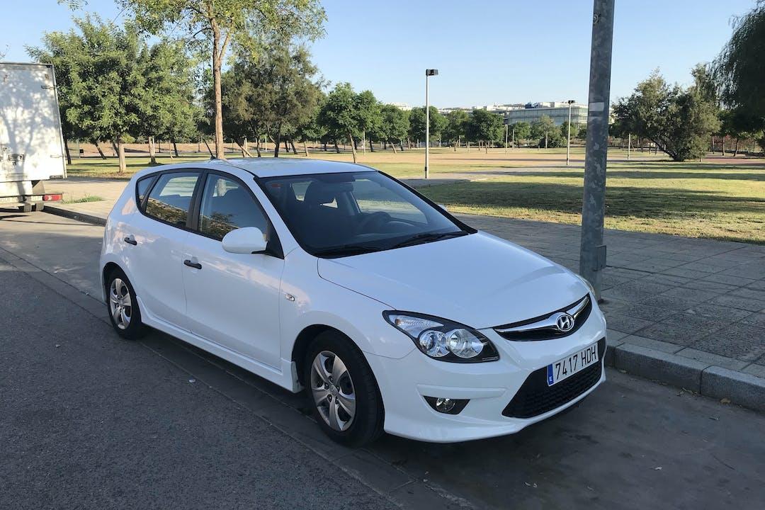 Alquiler barato de Hyundai I30 1.4 Classic Gl cerca de 41007 Sevilla.