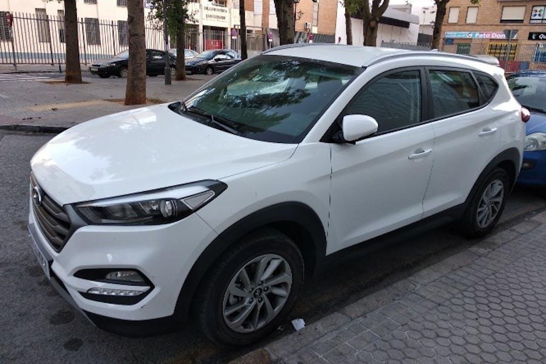 Alquiler barato de Hyundai Tucson 1.7crdi Bd Klass Nav 4x2 cerca de 41010 Sevilla.
