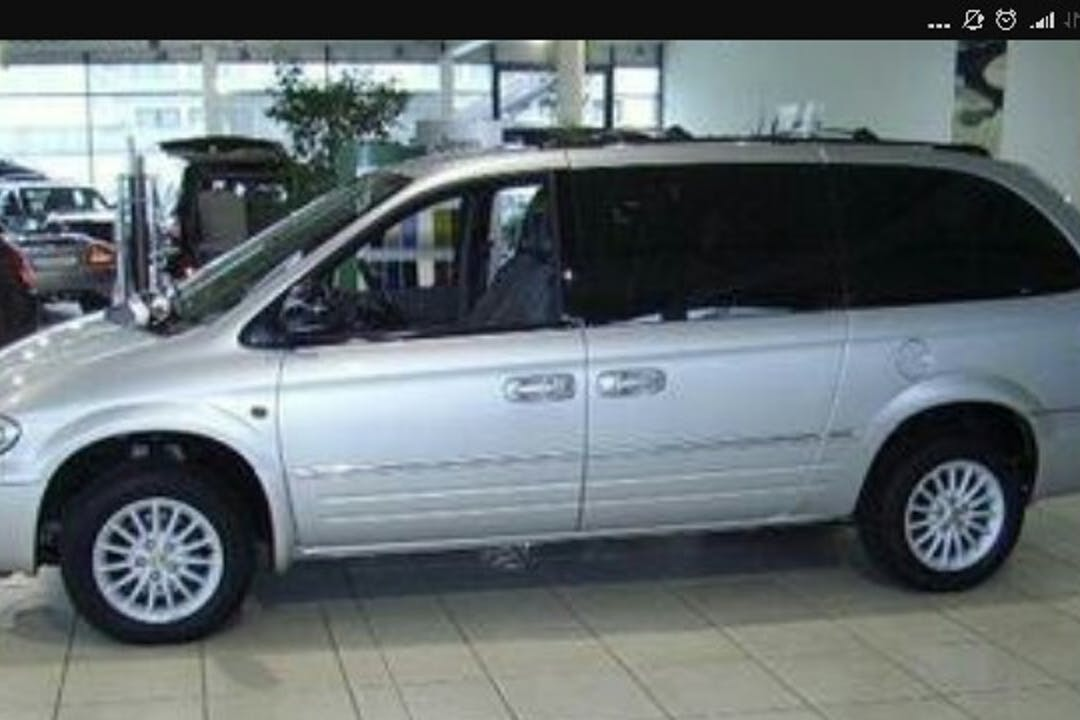 Alquiler barato de Chrysler Voyager 2.5 Crd Lx cerca de 18007 Urbanización los Vergeles.