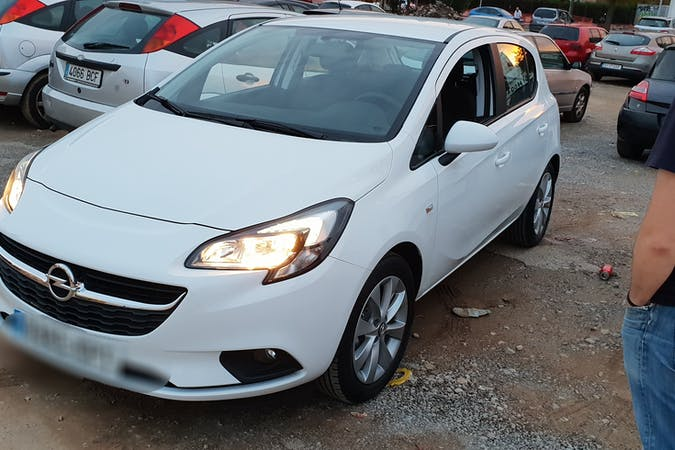 Alquiler barato de Opel Corsa con equipamiento Fijaciones Isofix cerca de 08950 Esplugues de Llobregat.