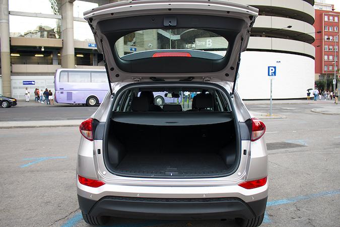 Alquiler barato de Hyundai Tucson 1.7crdi Bd Klass Nav 4x2 con equipamiento Control de velocidad cerca de 28009 Madrid.