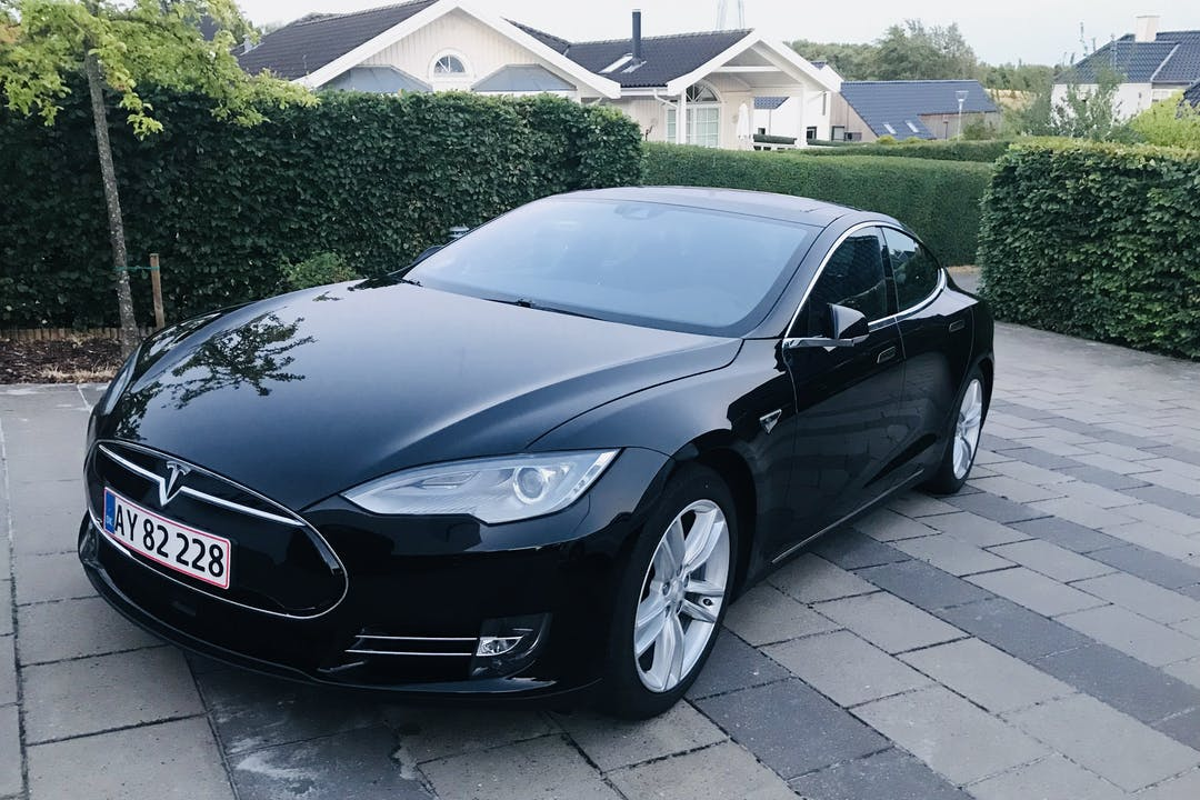 Billig billeje af Tesla model S85D nær 8270 Højbjerg.