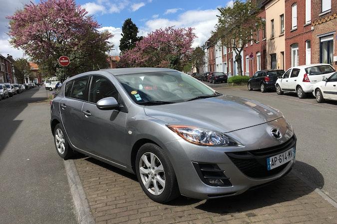 Location économique de voiture de Mazda 3 avec Entrée AUX/MP3 proche de 59200 Tourcoing.