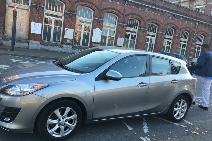 Location économique de voiture de Mazda 3 avec Bluetooth proche de 59200 Tourcoing.