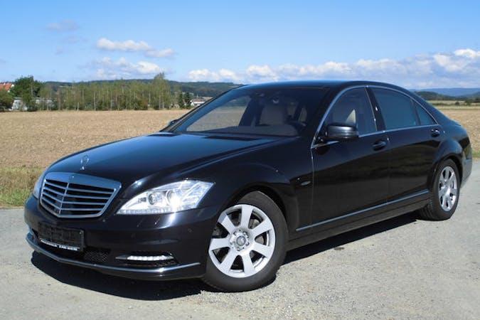 Alquiler barato de Mercedes S 300 (140) con equipamiento GPS cerca de 46018 València.