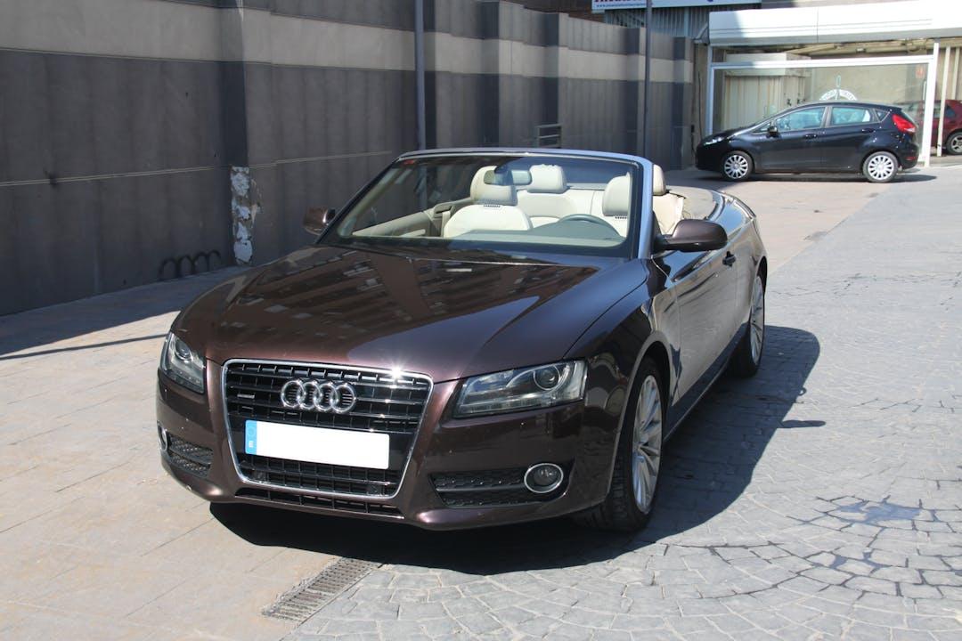 Alquiler barato de Audi A5 con equipamiento GPS cerca de 46018 València.