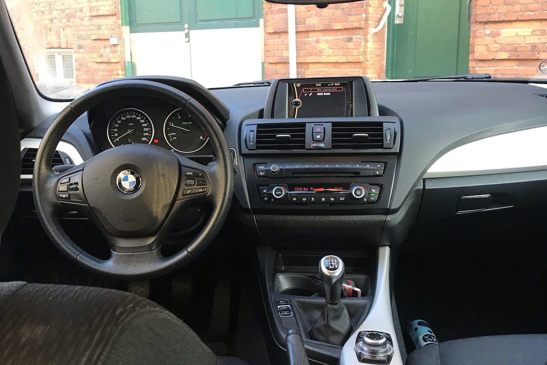 Billig billeje af BMW 118d med GPS nær 2300 København.