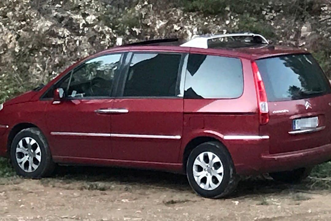 Alquiler barato de Citroën C8 con equipamiento GPS cerca de 15850 Zas.