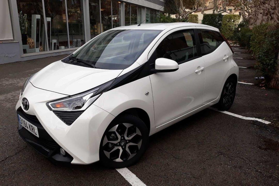 Alquiler barato de Toyota Aygo 1.0 Vvt-I X-Play cerca de  Barcelona.