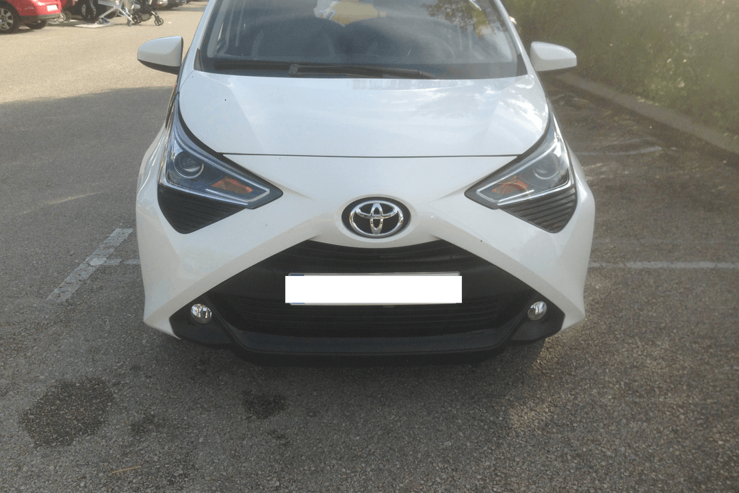 Alquiler barato de Toyota Aygo 1.0 Vvt-I X-Play cerca de 07181 ses Illetes.