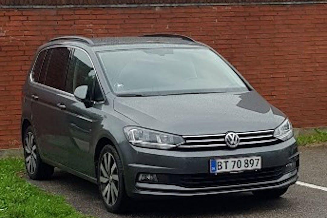 Billig billeje af VW Touran nær 2200 København.