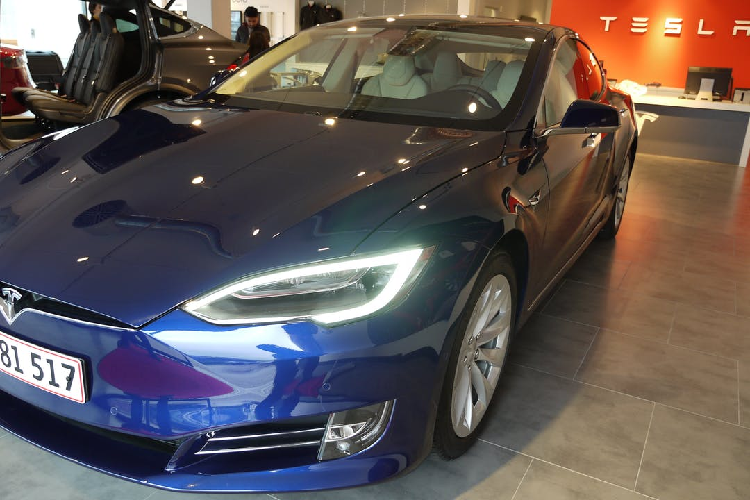 Billig billeje af Tesla S100D med Aircondition nær 8382 Hinnerup.