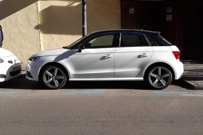Alquiler barato de Audi A1 Sportback 1.4 Tdi Active Adrenalin con equipamiento Aire acondicionado cerca de 28006 Madrid.