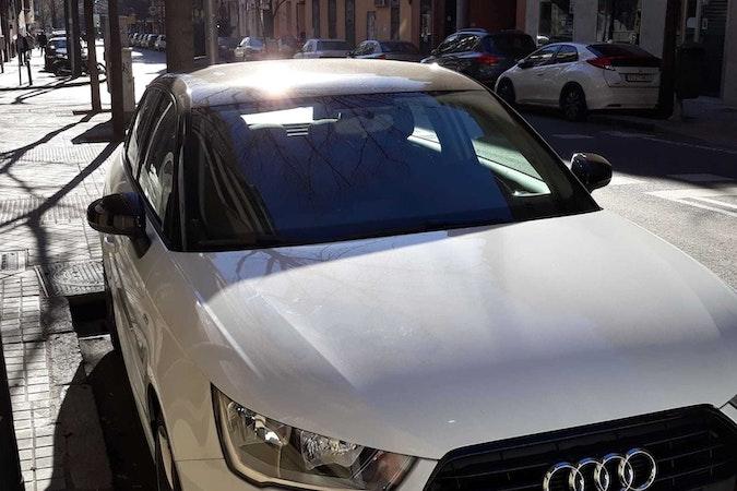 Alquiler barato de Audi A1 Sportback 1.4 Tdi Active Adrenalin con equipamiento Bluetooth cerca de 28006 Madrid.