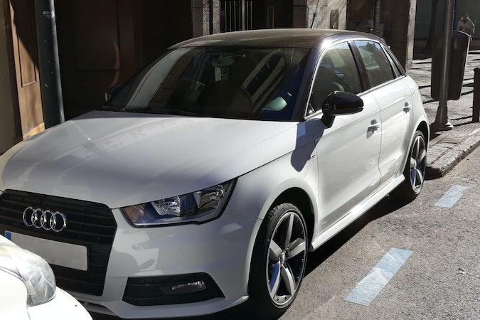 Alquiler barato de Audi A1 Sportback 1.4 Tdi Active Adrenalin con equipamiento AUX/Reproductor MP3 cerca de 28006 Madrid.