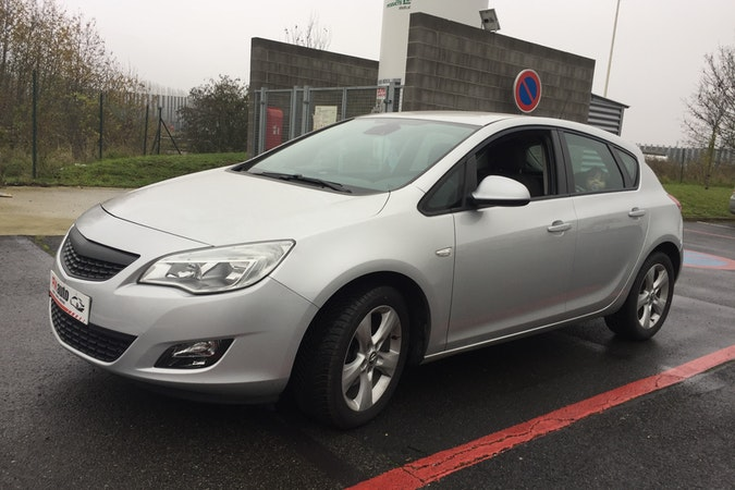 Location économique de voiture de Opel Astra proche de 59200 Tourcoing.