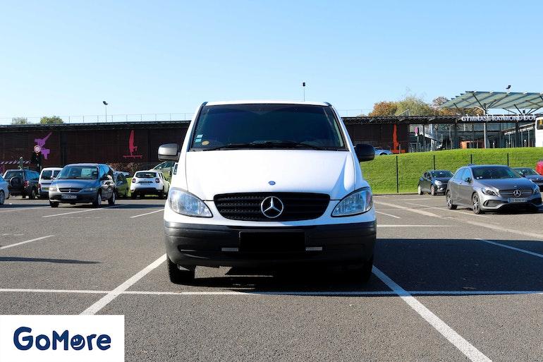 Location économique de voiture de Mercedes Vito avec Entrée AUX/MP3 proche de 75017 Paris.