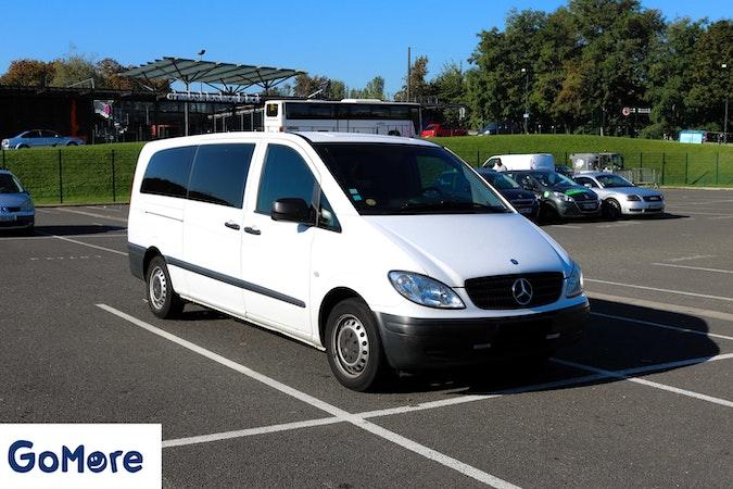 Location économique de voiture de Mercedes Vito avec Bluetooth proche de 75017 Paris.