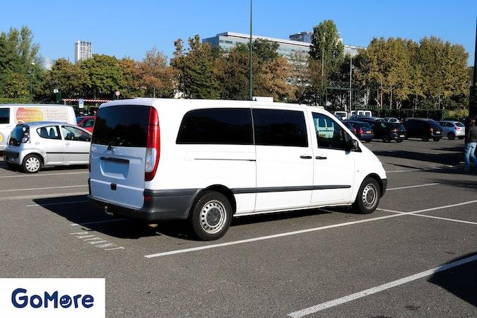 Location économique de voiture de Mercedes Vito avec Lecteur de CD proche de 75017 Paris.